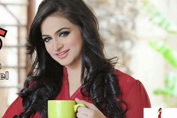 Noor Bukhari Hot