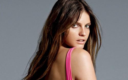 Jeisa Chiminazzo Hot brunette