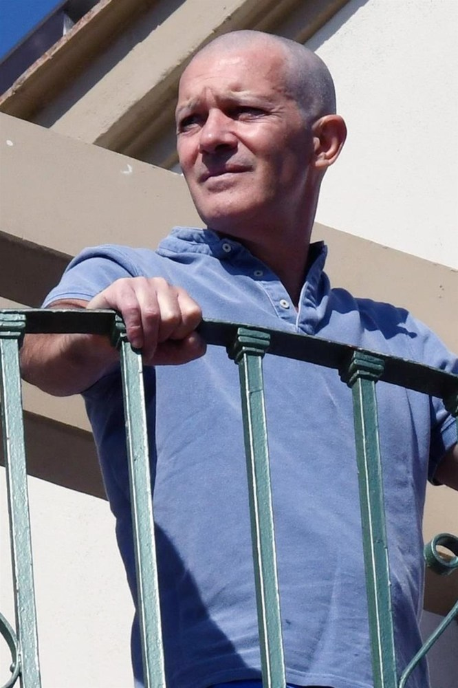 Antonio Banderas Shaves Head Completely Bald See His