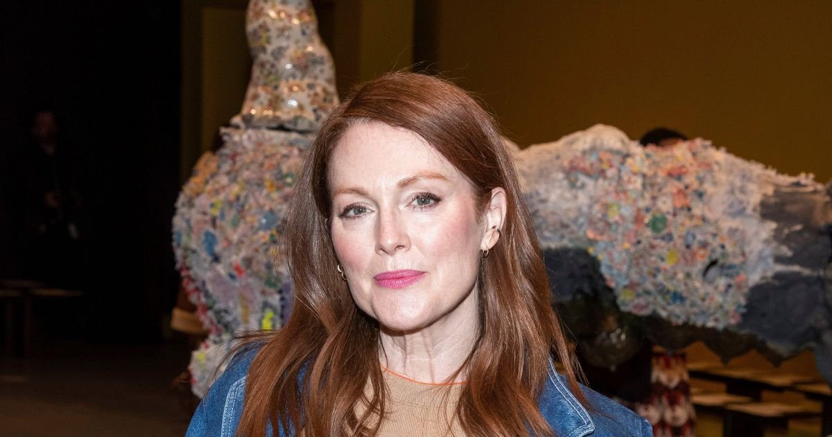 Why Julianne Moore believes the term 'aging gracefully' is actually 'sexist'.jpg