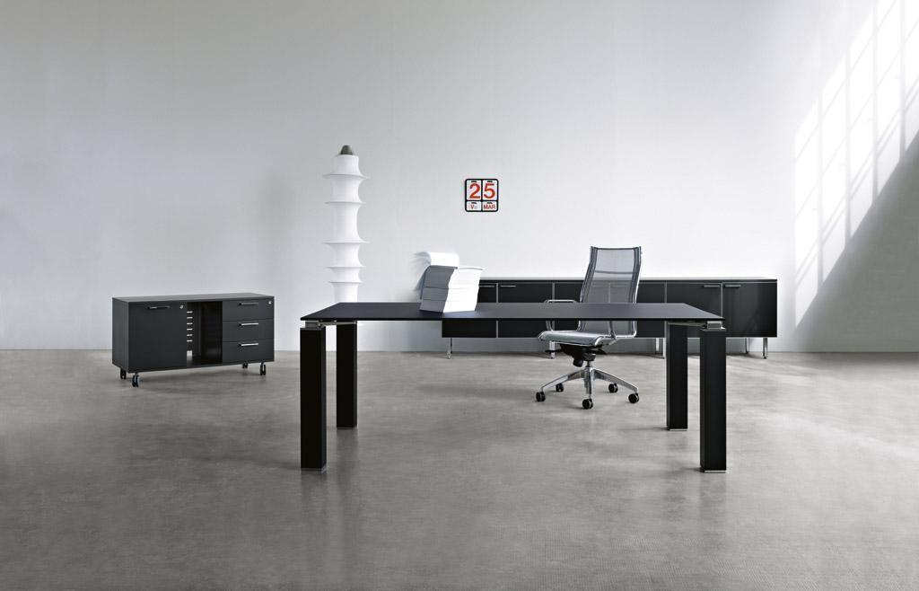bureau avec plateau en verre