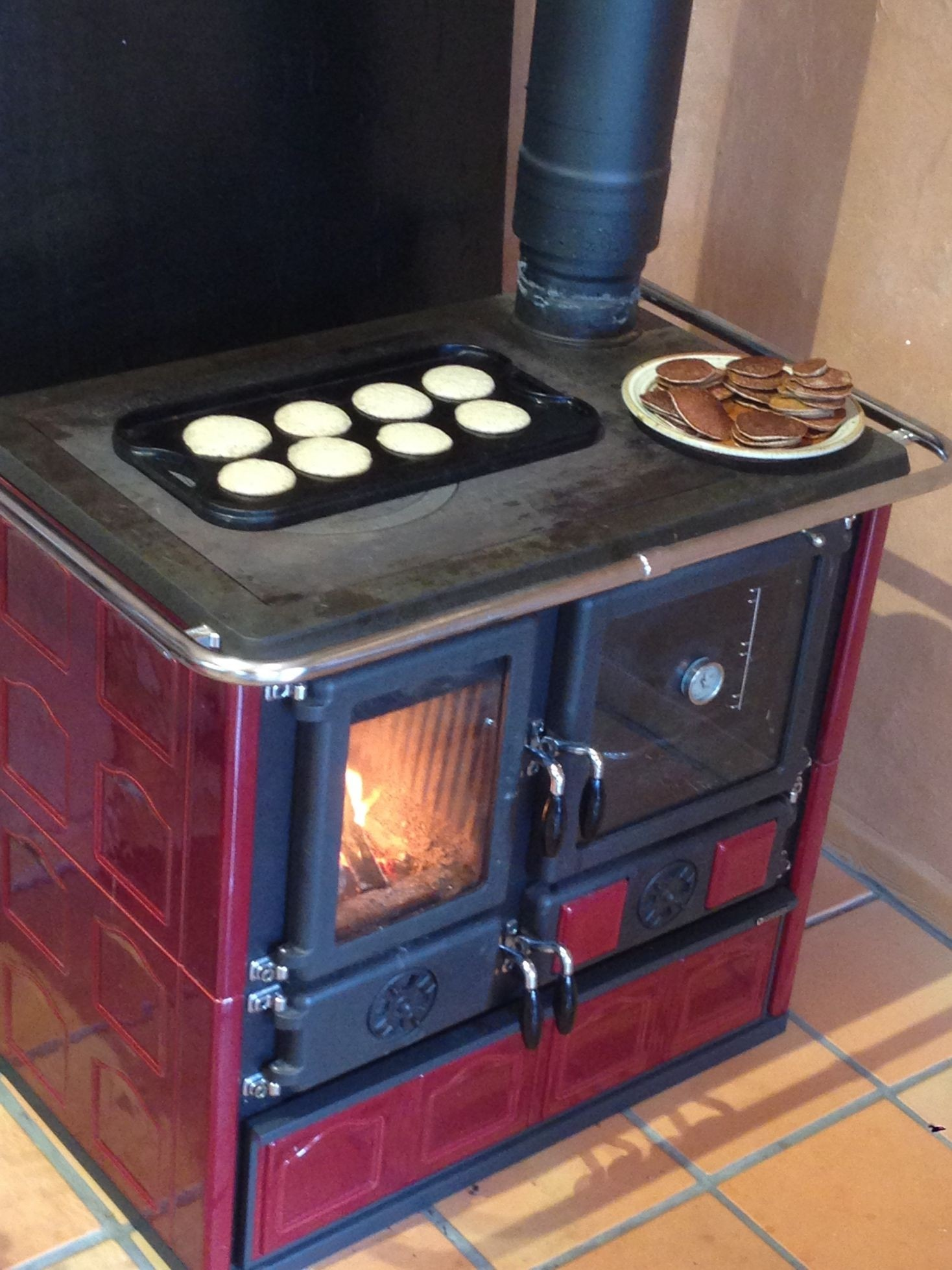 kitchen cook stoves knobs lowes wood stove la nordica rosa maiolica bordeaux cooking canada