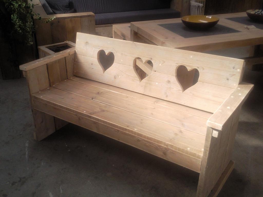Bank met hartjes  Wooddesign4u is gespecialiseerd in