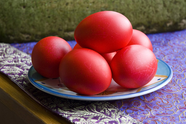 Dyeing Red Eggs