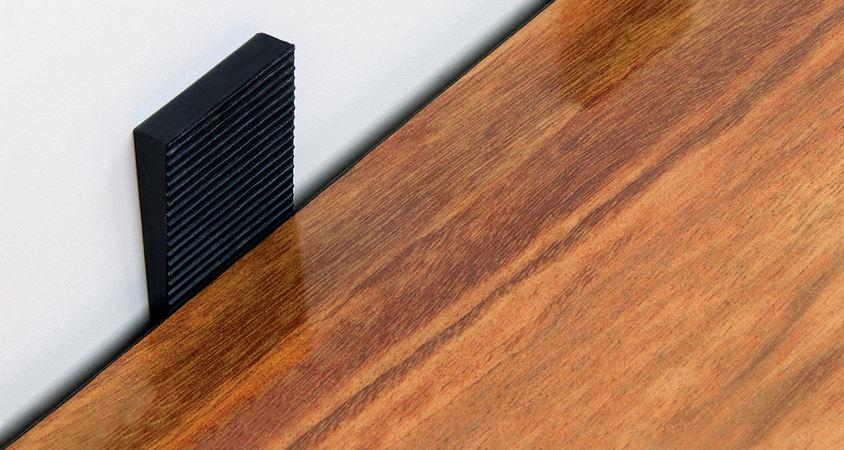 an expansion gap for laminate flooring