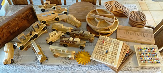 Toys For Family Reuion : This woodmaster woodworker just can t sit still