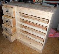 Wood Pallets Made Table with Bottles Storage | Wood Pallet ...