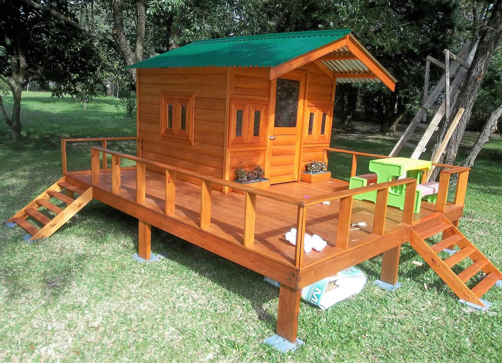 Repurposed Wood Pallets Made Kids Patio Playhouse