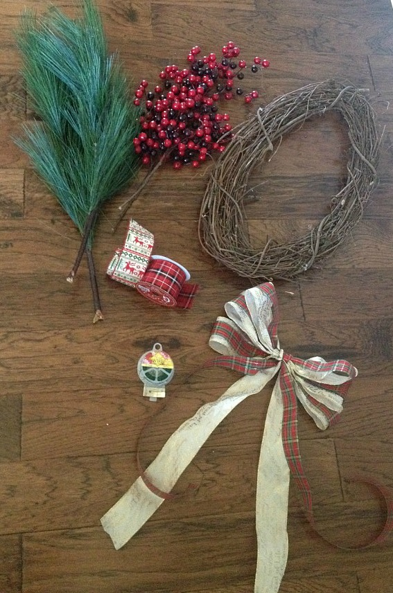 5 minute Christmas wreath that anyone can make!