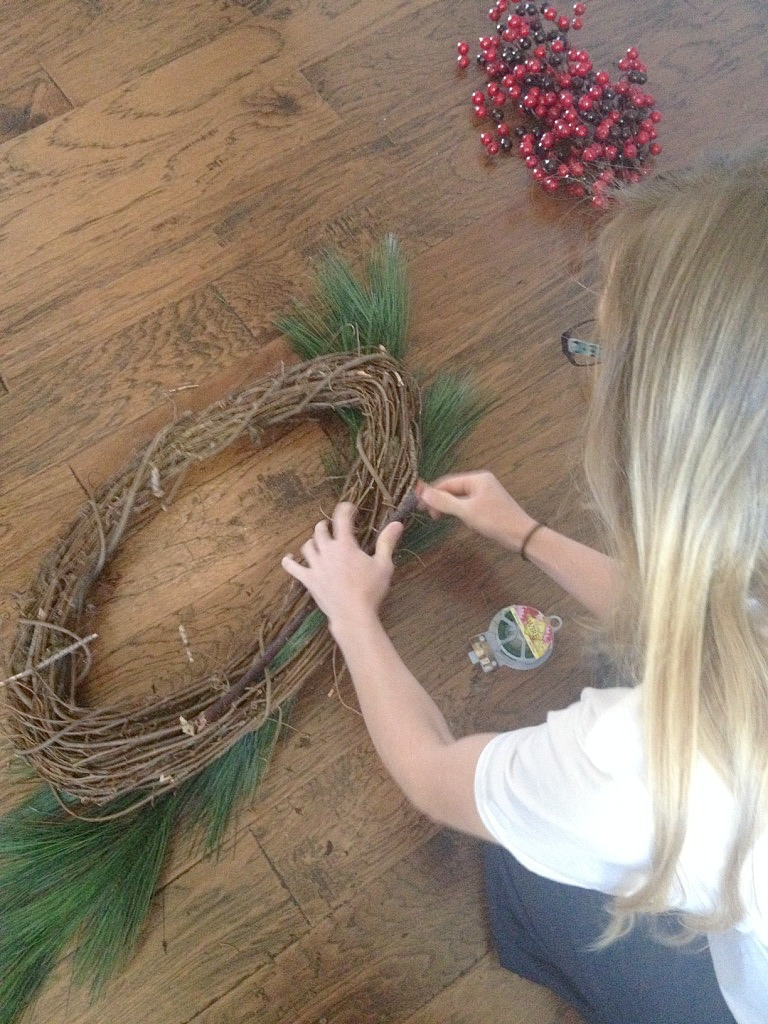 5 Minute Christmas Wreath Anyone Can Make!