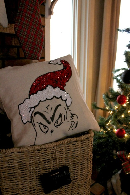 Check out this awesome Grinch Pillow--a Pottery Barn Knock Off! One of 10+ easy Christmas DIYs