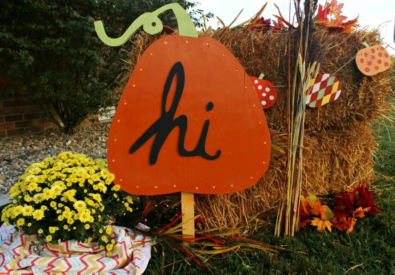 How to make a DIY Harvest Yard Sign with lights!