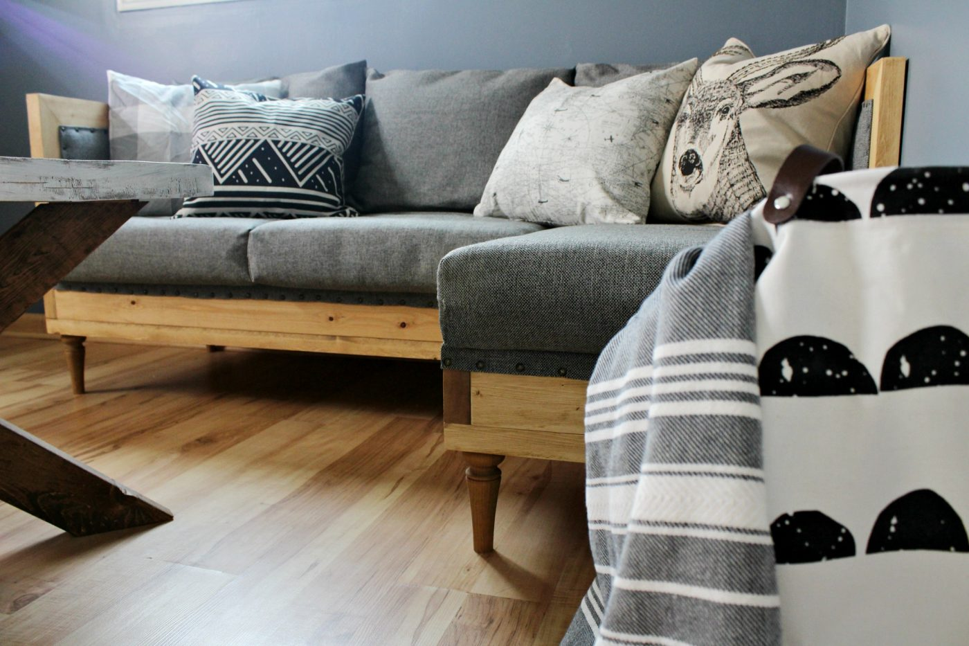 How to upholster a wood frame couch--free building plans to build your own & Build Your Own DIY Upholstered Couch