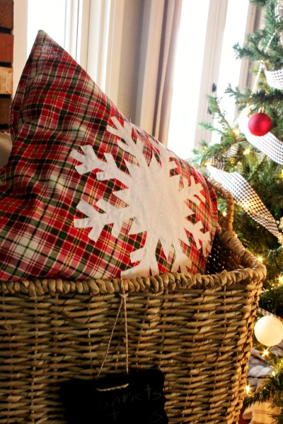 DIY snowflake pillow cover--Easy Christmas DIY project