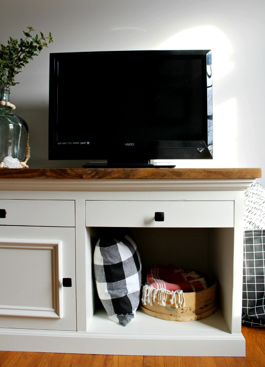 How to Build an Easy DIY TV Stand--makes a great aquarium stand, nightstand, console cabinet, entryway table, etc. Free woodworking plans and video tutorial
