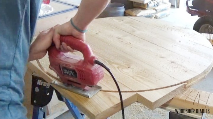 Using jig saw to cut out circle table top