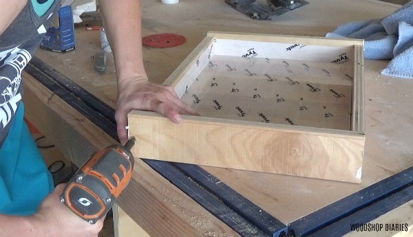 Assembling sides on tray mold