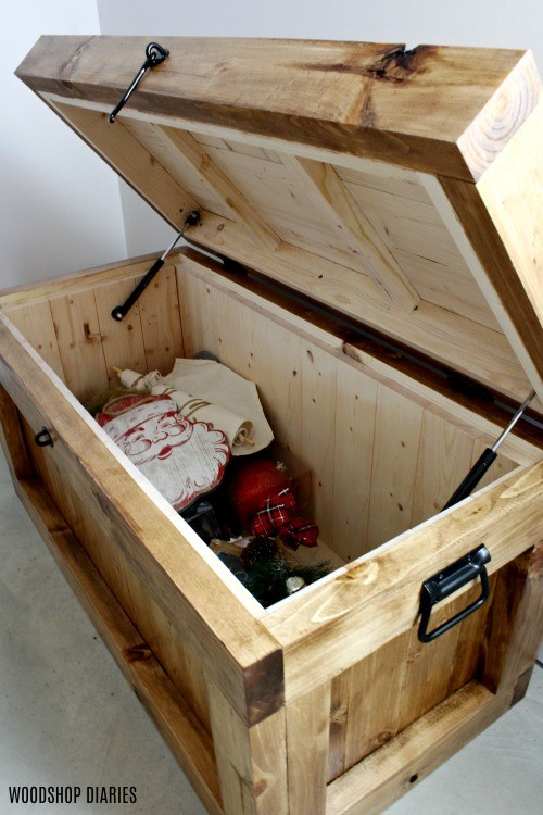 Hope chest storage trunk open with soft close mechanisms