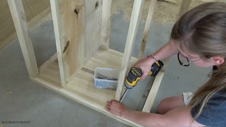 Attaching bottom and back drawer frame supports using pocket holes and screws