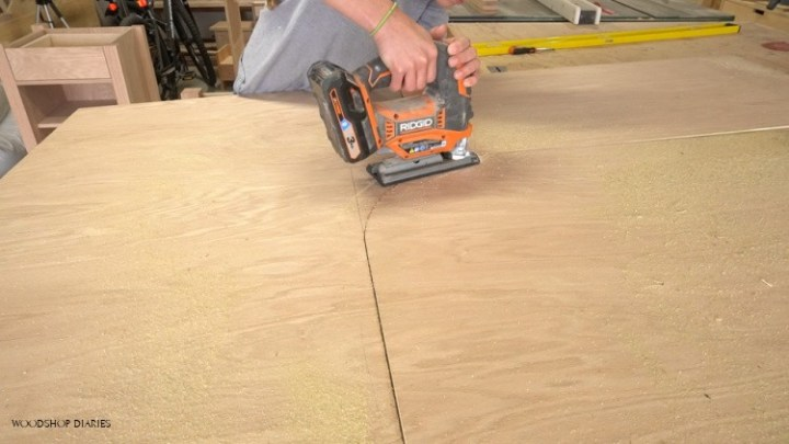 Using jig saw to cut curve in DIY L shaped desk top