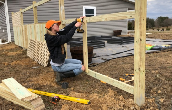 Attaching middle fence picket to privacy fence frame