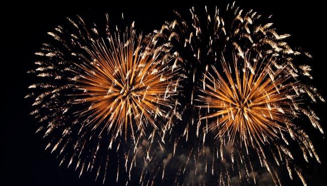 Fireworks in night sky_43462