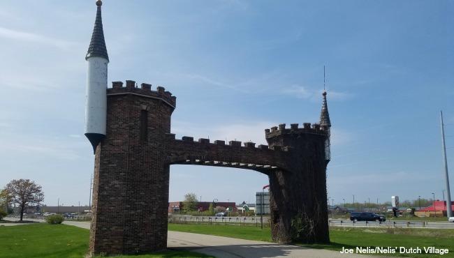 Nelis' Dutch village towers pic 1_327776