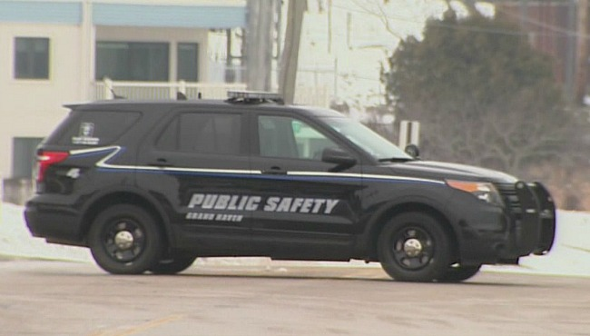 Grand Haven Public Safety blocking off Harbor Drive_75322