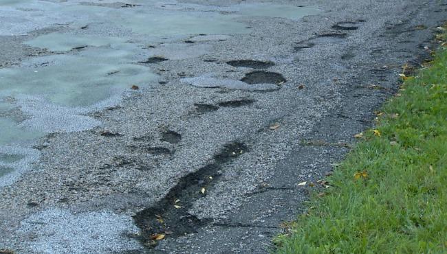 kentwood-wing-avenue-potholes-101716_253959