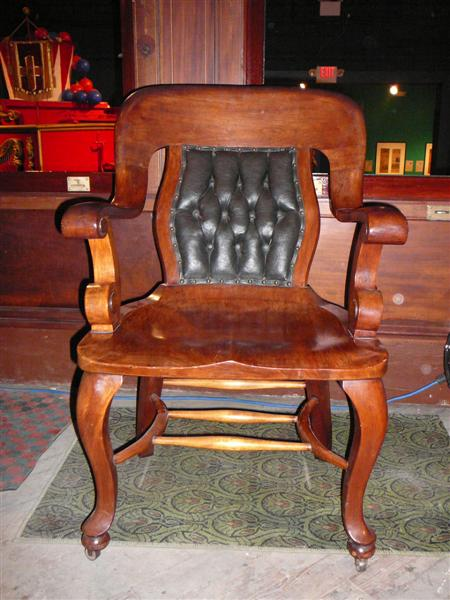 antique windsor chair identification sweet 16 throne identifying the wood species for an i m going to need a closer picture identify chairs of this type and these are not rare came in variety