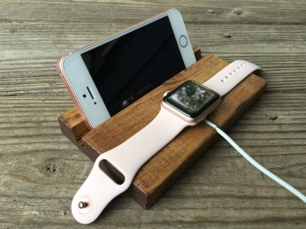 apple-watch-and-phone-stand