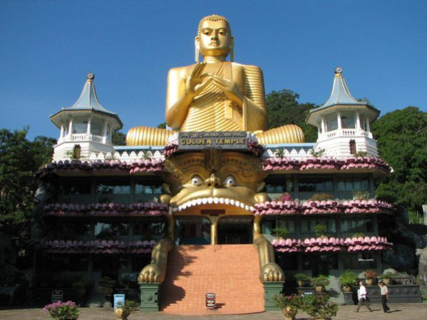World Asia Sri Lanka Dambulla Temple www.woodyworldpacker.com