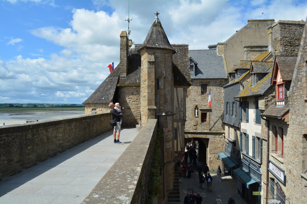 Roadtrip Europe France Mont Saint Michel www.woodyworldpacker.com