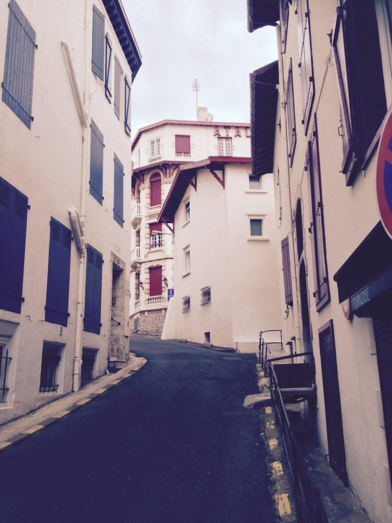 Europe Roadtrip France Milady Biarritz Camper Overnicht Parking www.woodyworldpacker.com