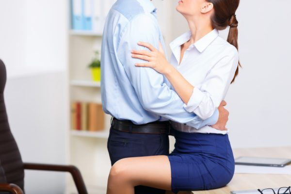 should you date your coworker 203 wooist