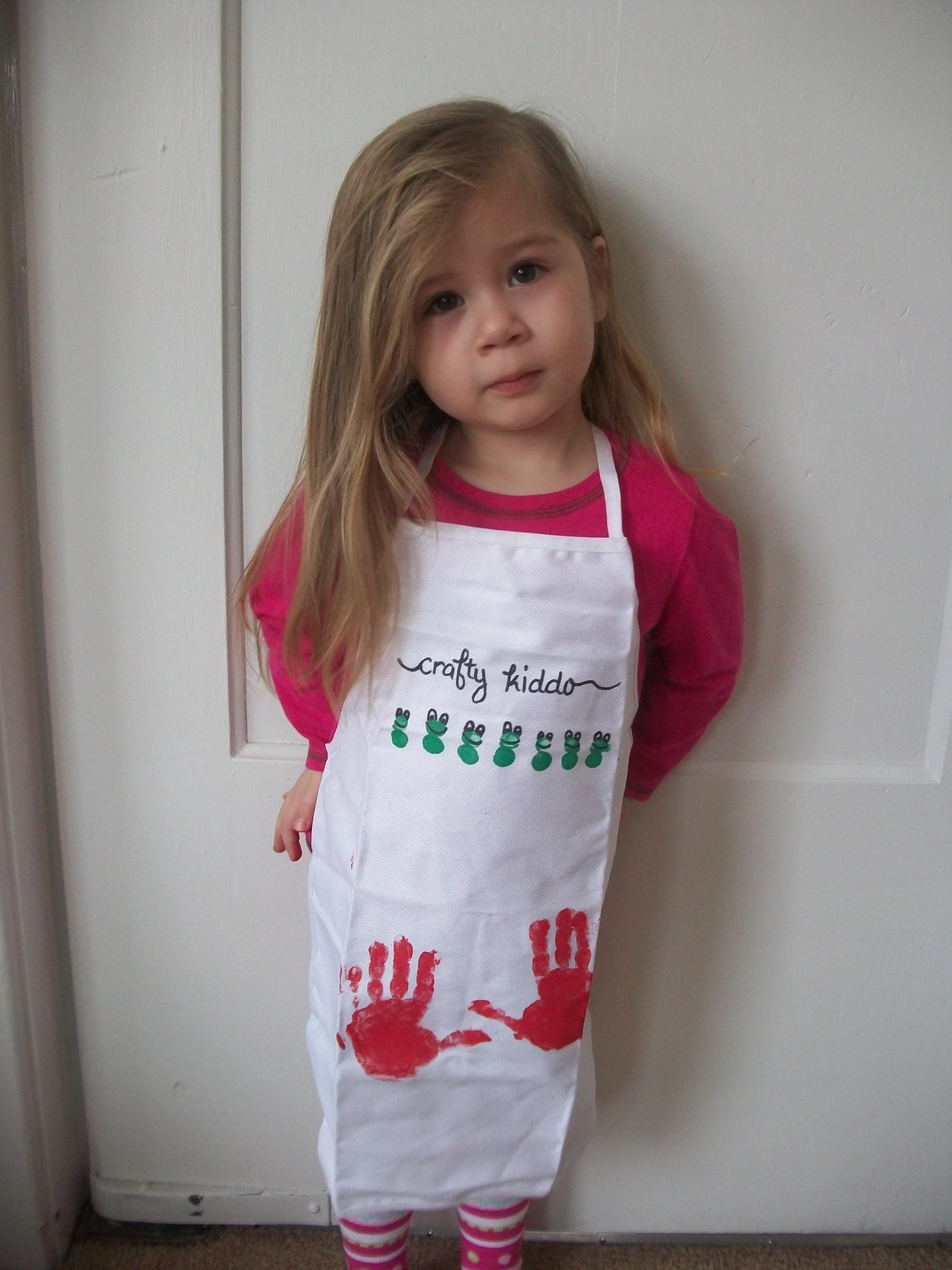 Super Cute Craft Apron That Kids Can Help Decorate