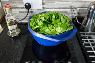 Half a kilo of spinach leaves just about fits into my largest pan