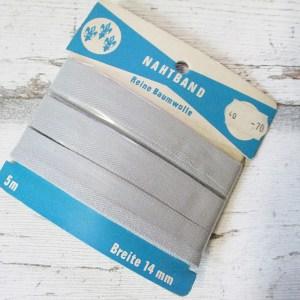 Nahtband Drei Lilien Baumwolle hellgrau 14mm 5m - Woolnerd