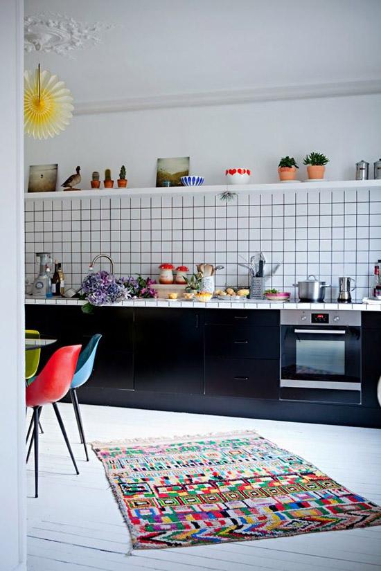 Speelse donkere keuken  Wooninspiratie