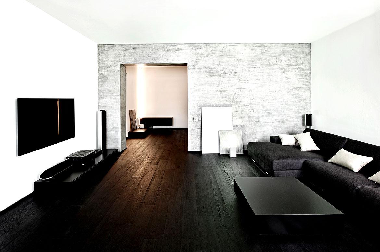 Dunkle Mbel in einem hellen Wohnzimmer wirken extrem