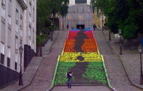 een trap met origami street art van mademoiselle Maurice