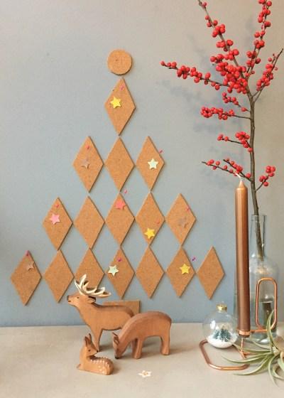 zelf een kerstboom van kurk maken