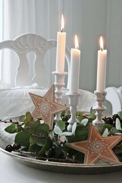 Kanderlaar op serveerbord met kerstdecoratie  Woontrendz