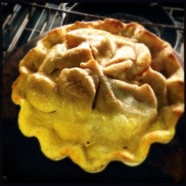 Apple pie, baking
