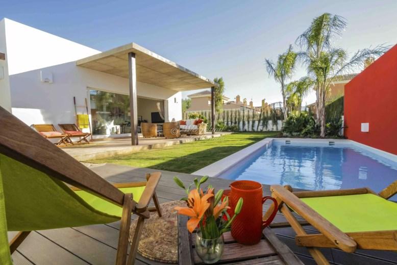 Villas med basseng og gress