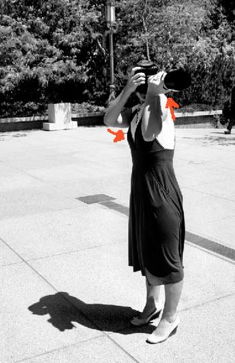 Técnicas para reducir movimiento de cámara levantando hombro