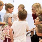 Kinder mit Lisi Fuchs