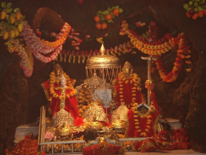 pindi-darshan-at-vaishno-devi-temple