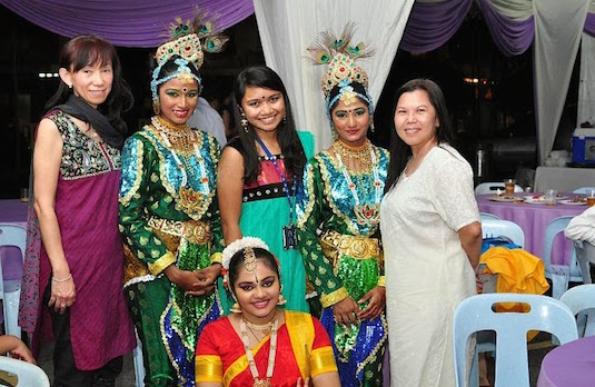 Women Dressed Up For Diwali Malaysia | How Diwali Is Celebrated Outside India
