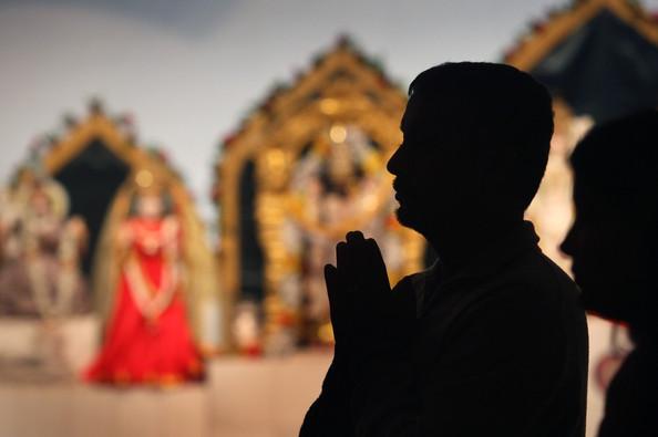 Hindus+Pray+Victims